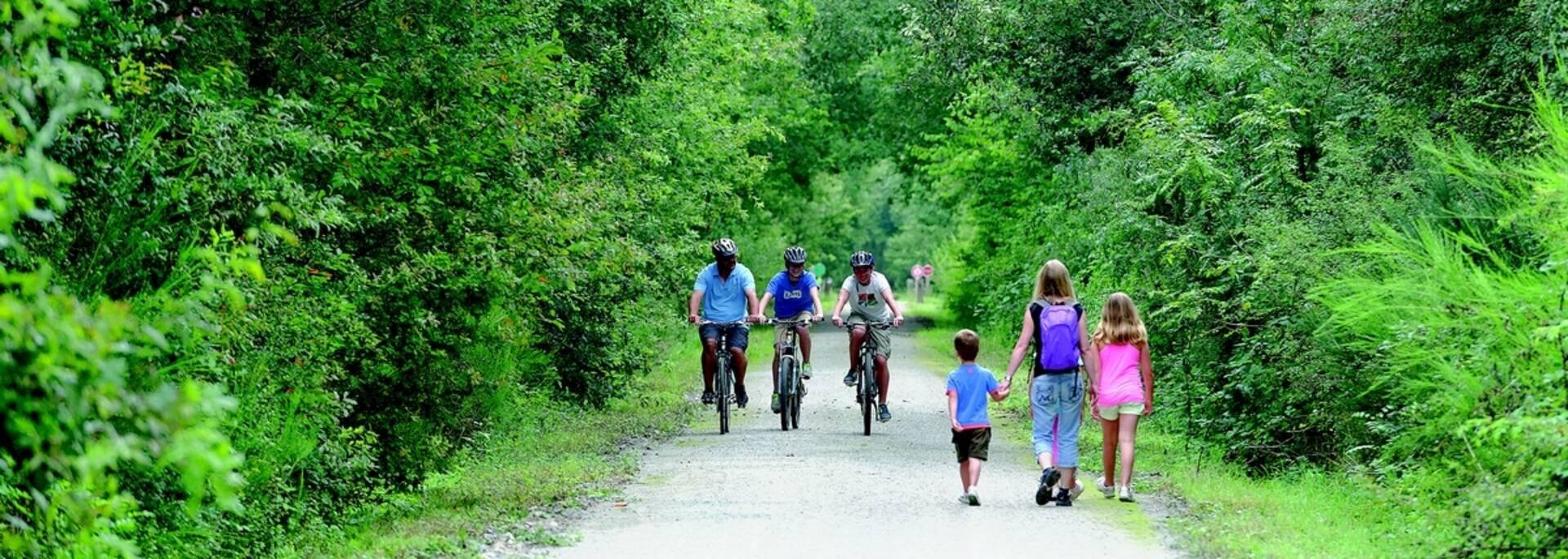 Randonnée en famille sur la voie verte en Bocage Bressuirais