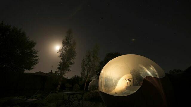 Trouvez votre expérience insolite idéale pour une nuit de bohème sous les étoiles plein de charme...