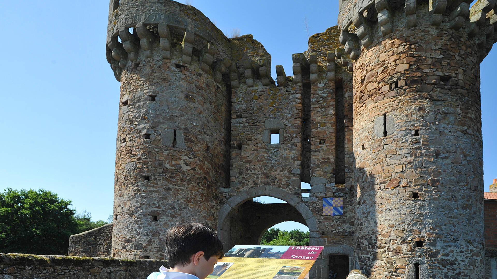 Château de Sanzay à Argentonnay @PWall/CD79