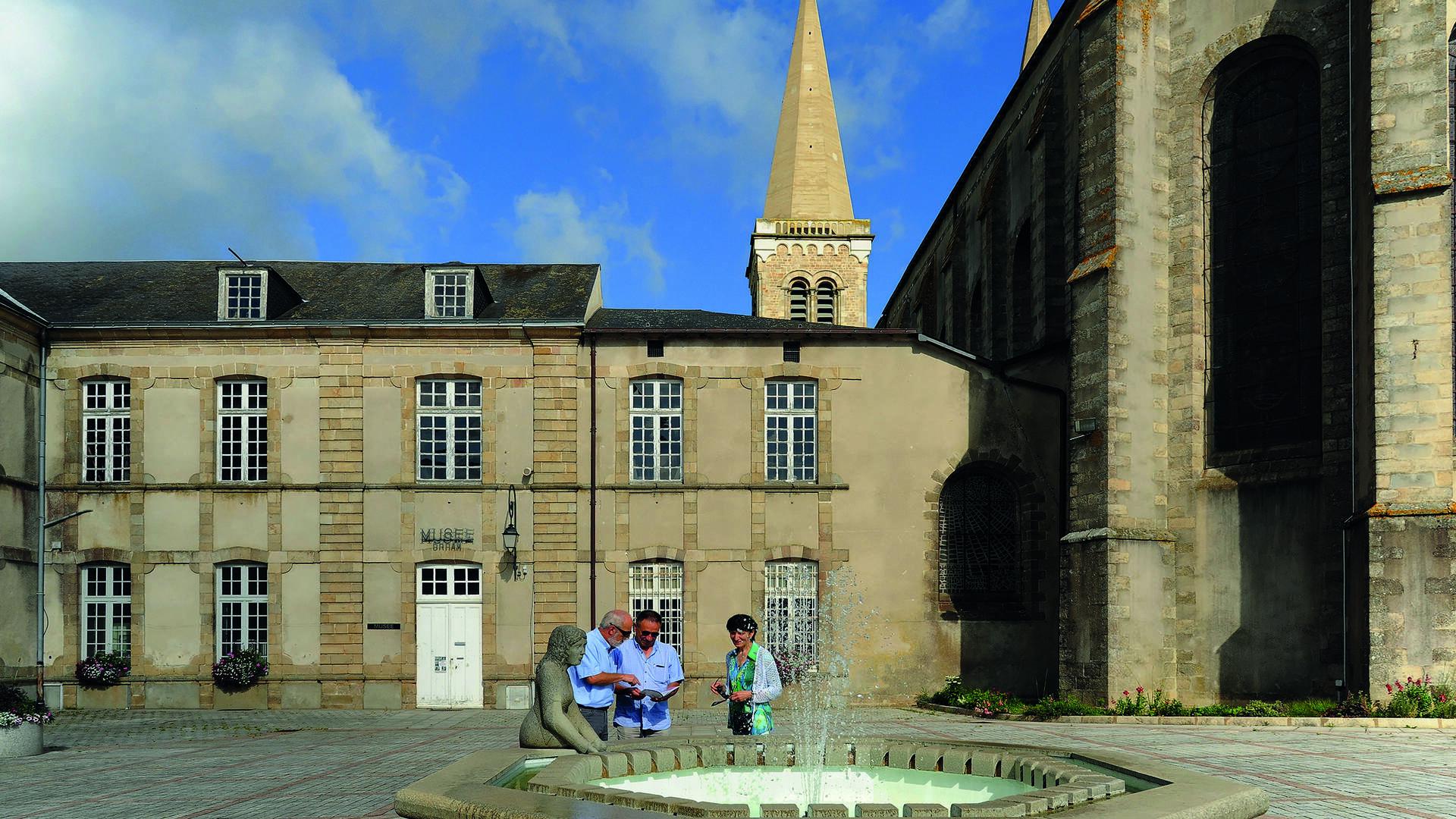 Place de l'Hôtel de Ville à Mauléon @PWall/CD79