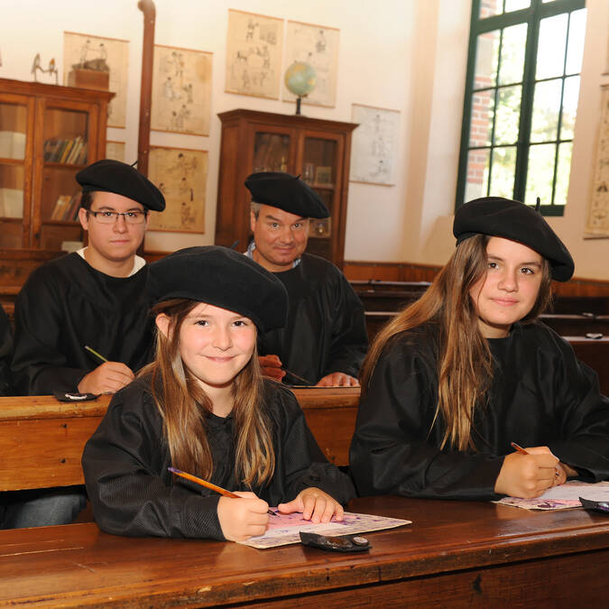 Famille à l'école de la Tour Nivelle @PWall/CD79