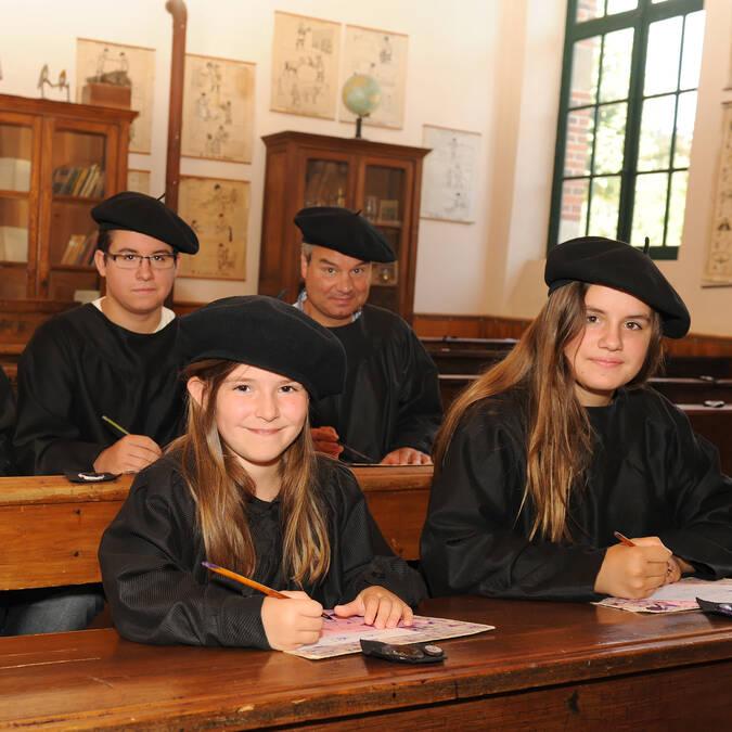 Famille à l'école de la Tour Nivelle